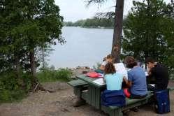 Ambiance studieuse sur le bord du lac Matapédia