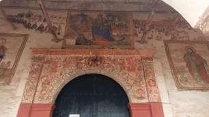 Facade l'église de Notre Dame de Monserrat, construite sur les ruines d'un palais inca.