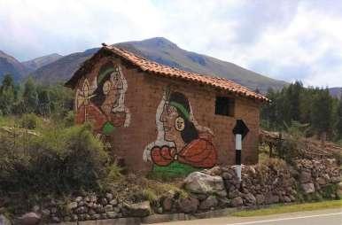 Mouvement inca Pachakuteq, peint un peu partout sur les maisons le long du chemin pour les élections