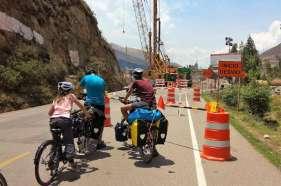 Nous sommes arrêtés par de nombreux chantiers sur la route, pour moderniser ou entretenir l'infrastructure routière