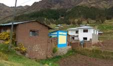 Beaucoup de maisons en adobe assez sommaires, dont quelques villages entièrement équipés de toilettes flambant neufs, peints de couleur vive