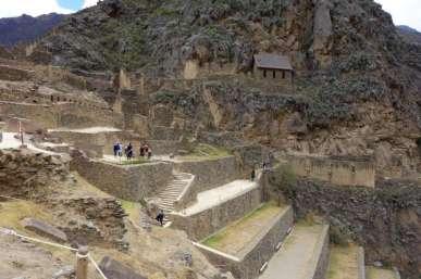 Visite du site d'Ollantaytambo à flanc de falaise