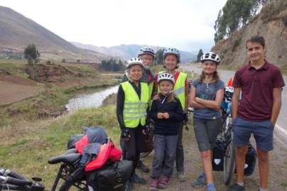 Nous retrouvons avec plaisir, mais pour la dernière fois, Huguette et Daniel, qui remontent vers Cuzco pour reprendre leur aventure entamée l'année dernière. Une mauvaise chute, due à un tout petit moment d'inattention lors d'une rencontre avec un chien, avait valu une fracture du fémur chez Huguette. Bonne route à vous !