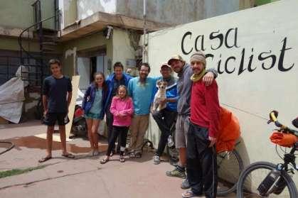 A la Casa de Ciclistas, avec Nuno, Giovanni et son chien Maylo, le français Quentin et le brésilien Douglas