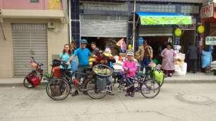 Départ de la casa de ciclistas d'Achacachi, avec Milton