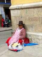 Vendeuse de rue ou mendicité ? La frontière est parfois ténue