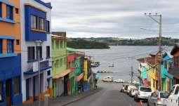 L'île de Chiloé avec ses maisons colorées