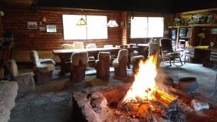Ici dans une salle de fête prévue pour l'asado, avec son grand feu central dans la pièce