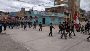 """Nous voyons très souvent des kermesses dans les rues, démonstration du """"collectif"""" du peuple andin"""