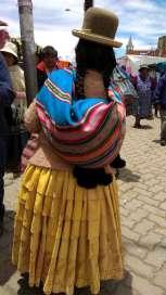 Jupes colorées et chapeau