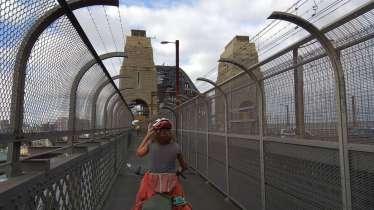 """Nous passons aussi sur le célèbre """"pont du port"""""""