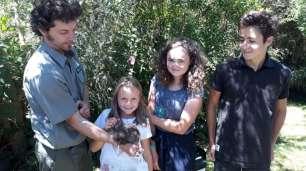 Jérôme travaille au centre de conservation des kiwis et celui-ci était relâché dans la nature ce jour-là !