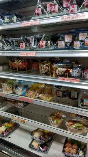 Ici le rayon Bento (plats à emporter) des kombinis (superettes) où nous allions faire nos courses