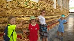 Devant le temple Wat-Arun