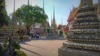 Nous visitons (un peu) la (grande) ville, avec ses temples comme ici Wat Arun
