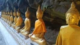 Sur le chemin, visite de temple, comme celui-ci au fond d'une grotte