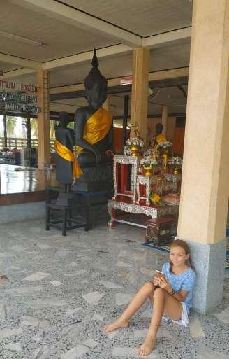 Arrêt dans un temple pour y passer la nuit... les moines nous ont ouvert la porte