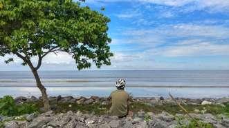 En bord de mer, sur le détroit de Malacca