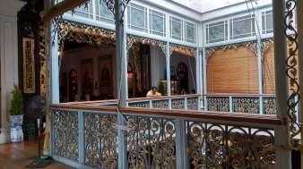 Nous en profitons pour visiter la maison d'un homme d'affaire chinois ayant fait fortune au 19eme siècle grâce au commerce entre l'Europe et l'Asie. L'île de Penang était une plaque tournante. Le commerce de l'opium battait son plein.