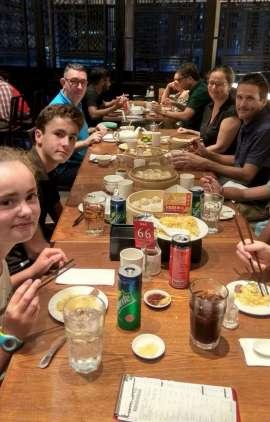 Au restaurant vietnamien où nous dégustons des dim sum