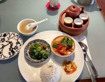 Pour l'occasion, nous testons la cuisine Baba-Nyonya, du nom de la communauté chinoise installée ici depuis plusieurs générations