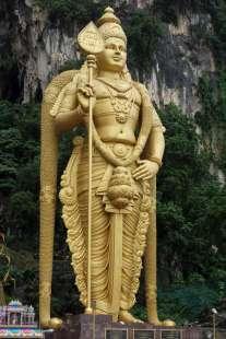 Visite du temple hinddou Batu Caves, et sa statue géante à l'entrée de la grotte