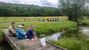 Pause déjeuner en bord de ruisseau