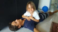 Cousinade, François se fait étaler par sa petite cousine...
