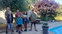 Nous sommes accueillis par Alain et Josiane près de Rochefort grâce au réseau Warmshower, sur lequel leur fille vient de les inscrire. Nous serons les premiers à être accueillis... avec beaucoup de générosité.